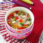 Суп из курицы с рисовой лапшой и овощами