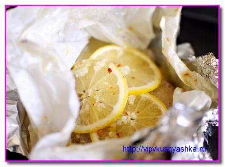 заворачиваем в пергамент тунца и лимон