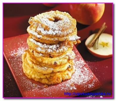 Запеченные яблоки с медом, изюмом и орехами