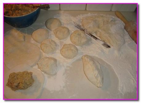 лепим пирожки с картошкой