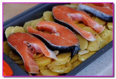 рыбку выкладываем на картошку