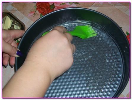 смазываем форму для выпечки