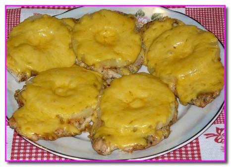 Отбивные из курицы с сыром и ананасом