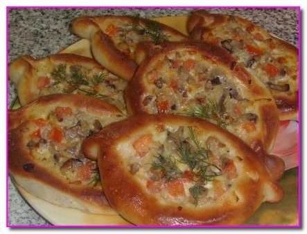 Пирожки с грибами (сырно-грибные лодочки)