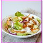 Салат из копченой курицы с яблоками и грецкими орехами