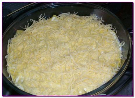 последний слой посыпаем сыром