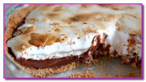 Пирог с шоколадной начинкой и зефиром