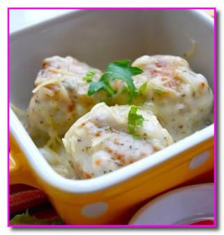 Куриные котлеты в молочно - чесночном соусе